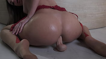 Beautiful brte big ass Mara raldi rig a big dildo