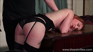 Redhead submissive Ellarnas spanking and erotic domiation of sexy masochist in bdsm and kinky fetish games 6分钟