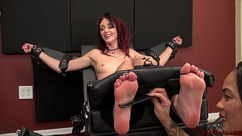 Pussy Tickles Aris