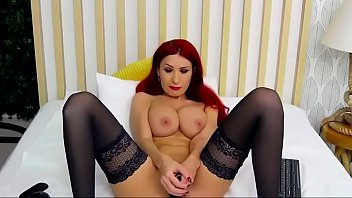Redhead berrenicexx Fucks Pussy With A Toy on sugarbabies.me