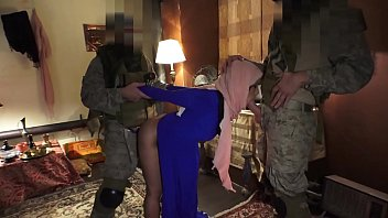 TOUR OF BOOTY - Local Arab Prostitue Servicing American Soldiers In Middle East 6分钟