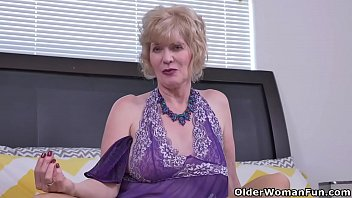 Over 60 gilf Penny from the USA fingers her old cunt 12 min