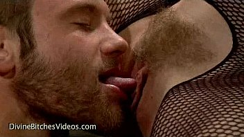 Three babes made guy worship their asses