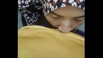 hijab girlfrien d giving a blow @ asiansex lif  @ asiansex life