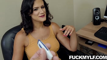 MILF Penny Barber Perfect Roommate For The Job