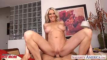 Busty mom Emma Starr suck and fuck two cocks in threesome 8 min