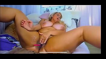 Hot girls peeing nude