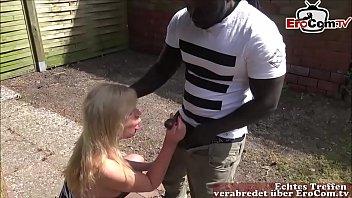 Deutsche reife Nachbarin fickt jungen schwarzen Nachbarin mit großem Schwanz Vorschaubild