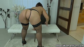 Well rounded milf Riona rubs her throbbing clit 6 min