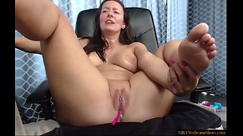 Sexy Mature Woman Playing With Her Shaven Cunt