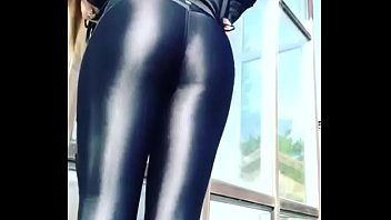 BLONDE IN SHINY LEGGINGS
