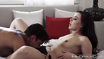 Young stunner gives sensual blowjob before doggy style
