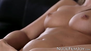 All natural brunette Caprice solo masturbates her pussy