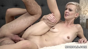 Bee inch black hairy - Young cock filled mature pussy