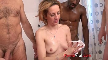 Mature slut gets fucked in the ass by 3 guys !! French amateur