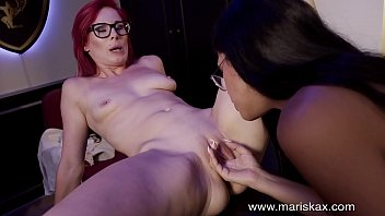 MARISKAX Julia De Lucia and her girlfriend get naughty
