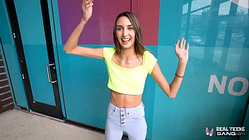 Real Teens - Beautiful Tall Skinny Natalia Nix Gets Fucked Vorschaubild