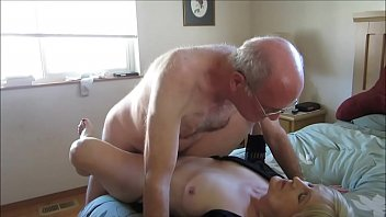 Old Couple Hooks Up Online For Sex 3分钟