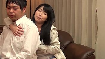 Https://bit.ly/35Vxyyi 妻・寝取らせ・覚醒 旦那のそっけない態度とセックスに不満を持つ妻。ある朝旦那宛に届いた寝取らせモノのAvを見つけてしまい… 24歳 主婦 神奈川県横浜市在住 結婚3年目 B:87Cm(Dカップ) W:59Cm H:93Cm【パート1】
