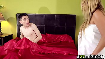 Busty milf Kianna Dior fucked Jordis huge cock 7分钟