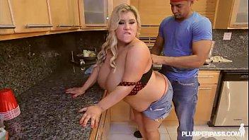 Busty Fat Wife Kacey Parker Fucks Black Plumber Vorschaubild