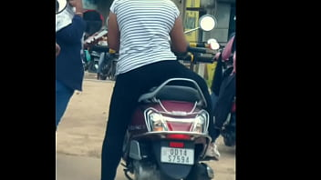 Dasi girl ass show in public