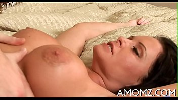 She loves cock in face hole and twat 5分钟