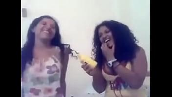 بنات متناكة بتهزر مع بعض و كلام يهيج - سكس عربي