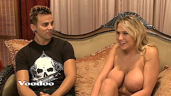 Busty Bimbo Alana Licked, Titty Fucked & Cum Facialed. BEST Big Fake Boobs! Bra-busting Juggs and a Deep Throat porno izle