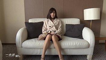 和製アン○ェリーナ・○ョリーと言っても過言ではない唇美人、有賀ゆあちゃんが「モデルコレクション」に登場! 2