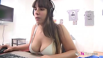 Nefry92, Busty Gamergirl, Shows A New Lol Gameplay