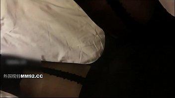 约操19岁爆乳舞蹈系妹纸安全期无套随便操 爆裂黑丝高跟小骚货从浴室干到床上 扛腿抽插爆射