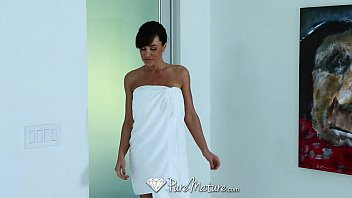 Lisa ann walter sexy pics - Puremature - career woman lisa ann unwind with sexy massage