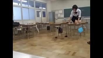 女子校在学中の生徒が同級生を盗撮w女だけの無防備な空間で無邪気にはしゃぐJKたちwww