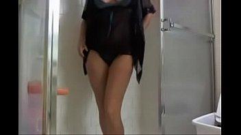 Hot Milf on her Webcam Show has fun