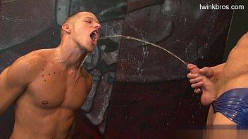 Muscle daddy deepthroat cumshot