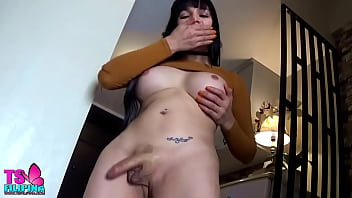 BEAUTIFUL SHEMALE LOVES PLAYING HER SEXY CLIT AND BIG BUTT