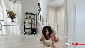 Repair Man Makes Ebony MILF Forget About Her Broken Self