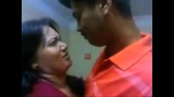 Indian aunty hot kiss