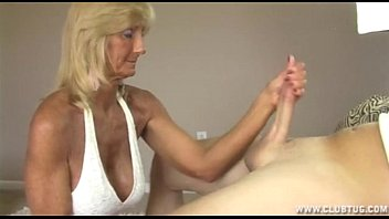 Horny Granny Jerking Off 4分钟