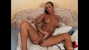 Gogerous Susana Spears fucks herself with toy