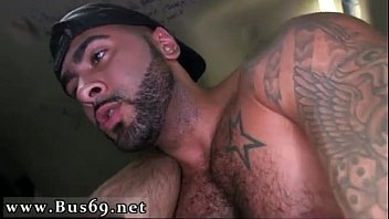 เกย์ควยใหญ่คลิปโป๊หนุ่มฝรั่งมานั่งอยู่ในรถเริ่มแก้ผ้าและเย็ดตูดกันอย่างสุดเสียว