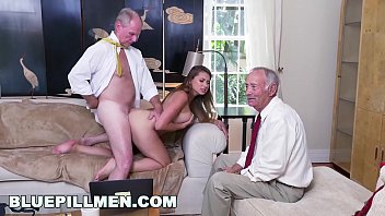 BLUE PILL MEN - Young PAWG Ivy Rose Stuffed With Geriatric Cock 12分钟