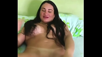 Valeria Mineira foi experimentar a lingerie e acabou se masturbando
