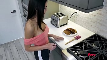 Brunette MILF MOM & Breakfast-Eva Long