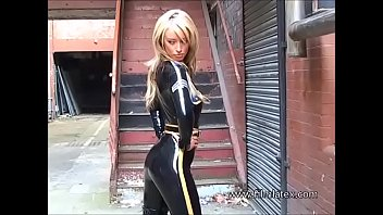Catsuit latex-babe Laurens outdoor fetish-wear posing and blondes fullbody latex fetishism