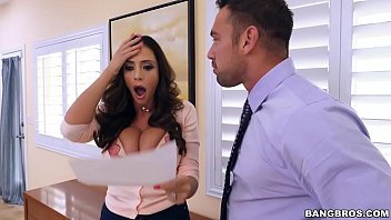 BANGBROS - Latina MILF Squirt Machine Ariella Ferrera Is  On Notice