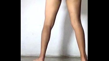 巴西的青少年做比基尼跳舞和赤裸裸的