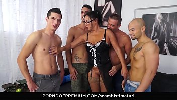 SCAMBISTI MATURI - Amateur mature orgy with hot ass fucking for brunette Italian taking 4 on 1 10 min