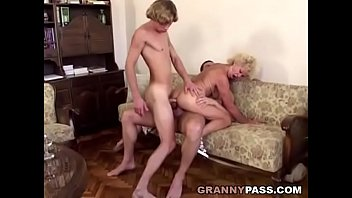 Double penetrations granny interatial - Granny double penetration